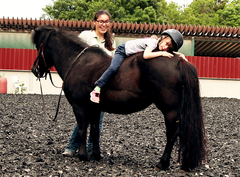 horsebasics-reitunterricht-kids-kinder-mit-jessy-lohmann