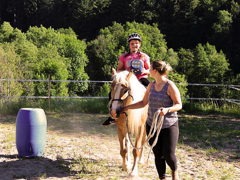 horsebasics-kids-reiten-lernen-fuer-kinder-reittherapie